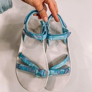 Columbia velcro strapped sandals